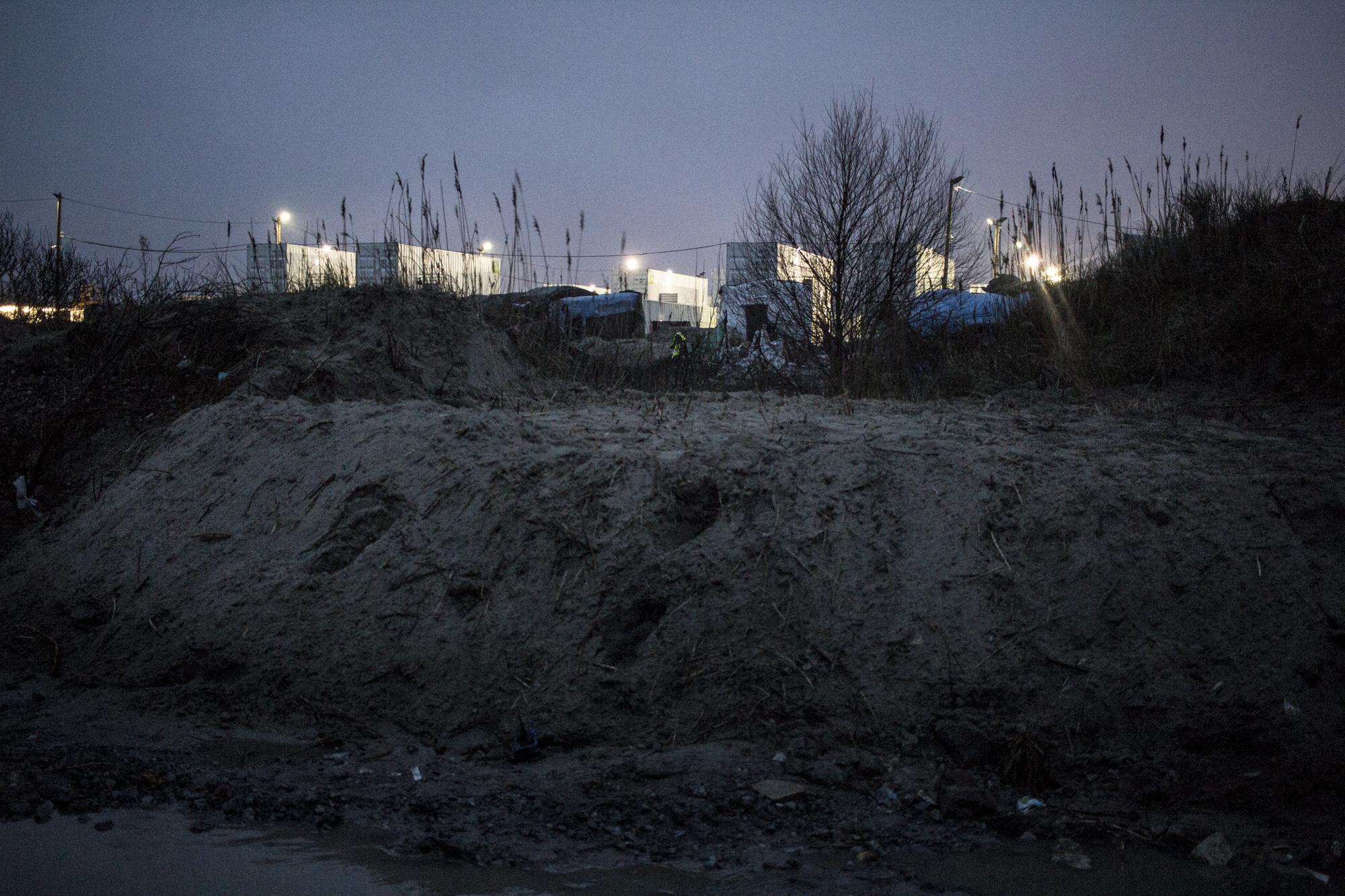 Calais #3 19 al 21/2/2016. Relevés habités, Jude Law in the jungle, Fouzi, Amir, Camping los palominos. Warehouse